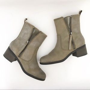 CLARKS | Taupe Leather Nevella Devon Boots 9